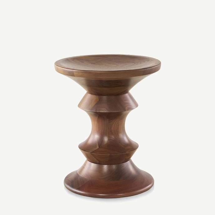 Eames Walnut Stool A Type'in resmi