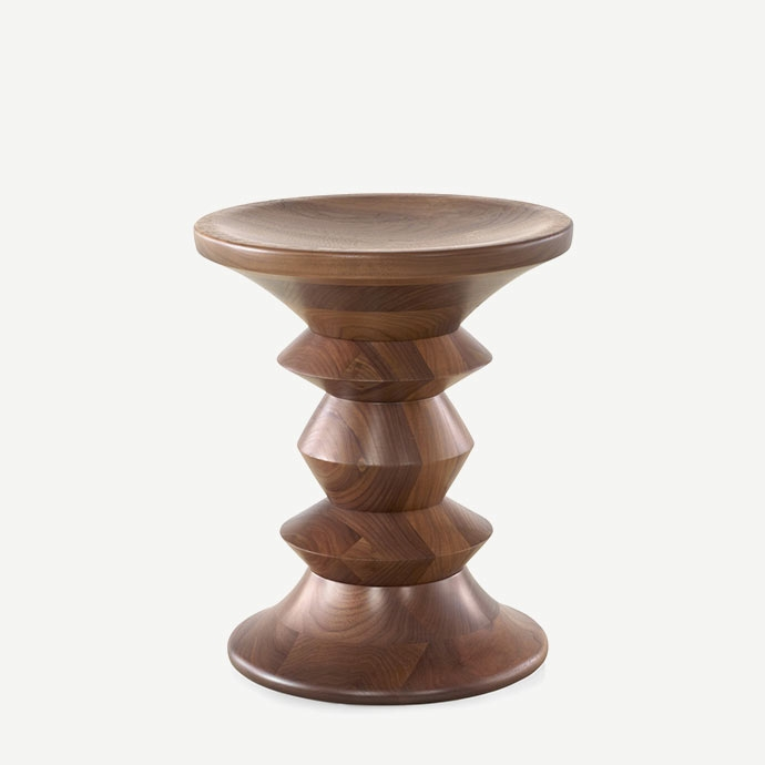 Eames Walnut Stool C Type'in resmi